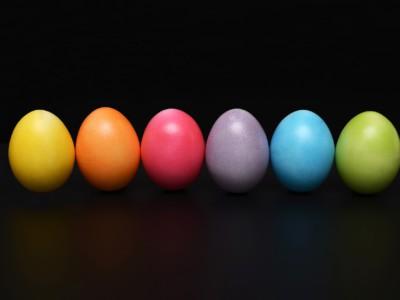 Покрасить яйца на Пасху можно оригинально