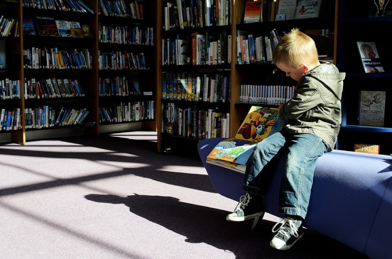 Детям нужно читать с рождения