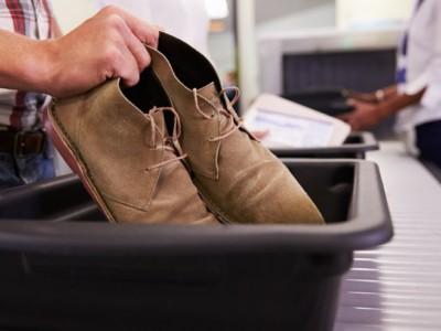 Почему не стоит снимать обувь в аэропортах