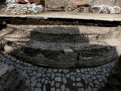Фрагменты древнего храма ацтеков в Мехико
