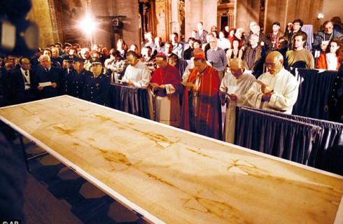 Иисус действительно лежал на Туринской плащанице