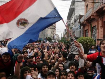 Парагвайские футбольные фанаты