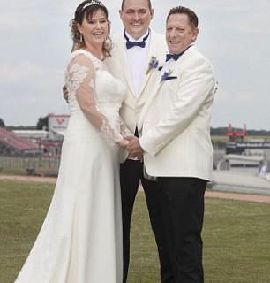 Разведенную пару снова женил сын