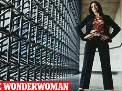 Сильная поза суперженщины