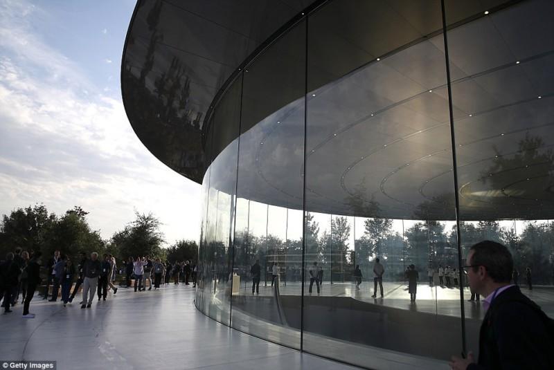 Apple Park: первые впечатления от космического кампуса