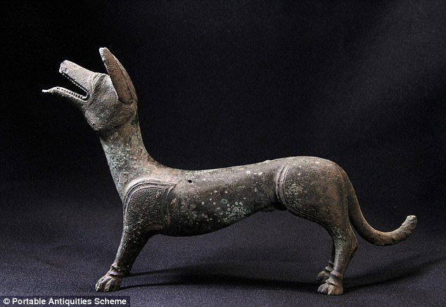 Бронзовую собаку впервые нашли в Великобритании