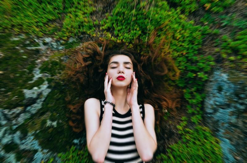 Голод и рост волос связаны между собой
