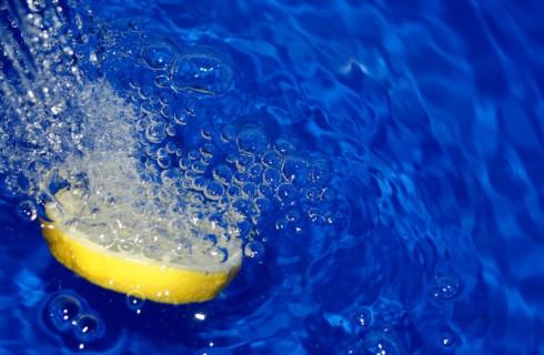 Вода с лимоном, отбивная с горохом и прогулка – простые секреты бодрости для мам