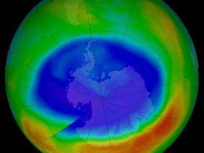 Озоновая дыра над Антарктидой сократилась
