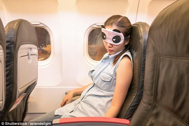 Лайфхак: как спать в самолете и высыпаться?