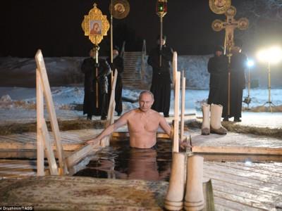 Владимир Путин в купели