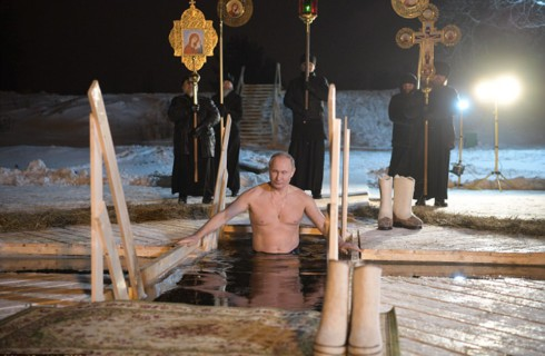 Президент России искупался вместе с россиянами