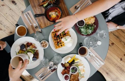 С помощью еды можно справиться с деменцией