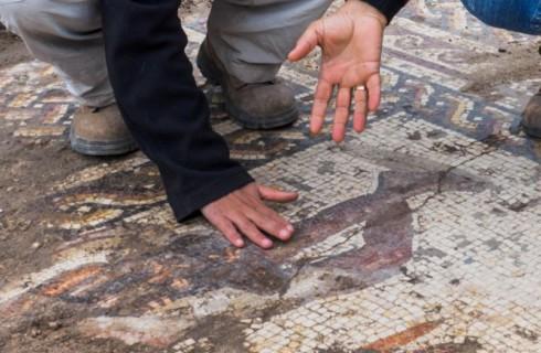 Разноцветную мозаику нашли в Израиле