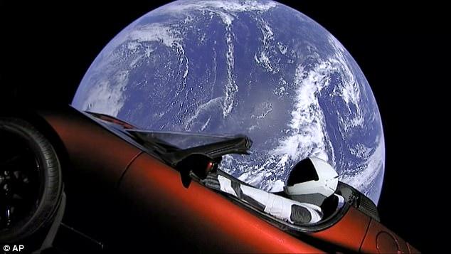 Илон Маск сделал первый шаг к спасению человечества