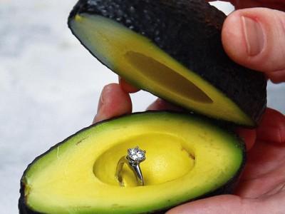 Коробочка для кольца из авокадо