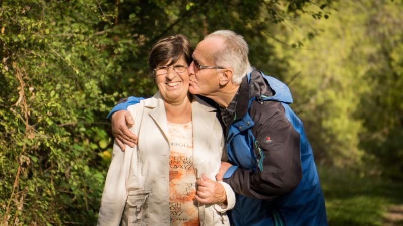 Общение с пожилыми людьми укрепляет память