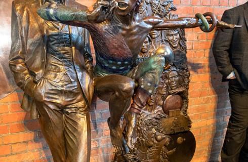 Первая  в мире статуя Дэвида Боуи появилась в Эйлсбери