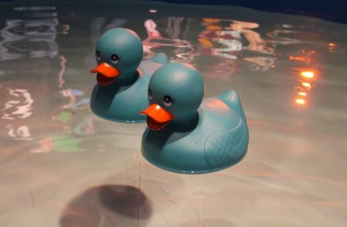 Как очистить резиновых уточек и другие игрушки для ванной
