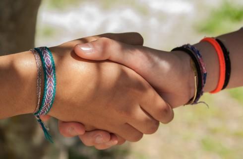 Сила рукопожатия сказывается на решении проблем