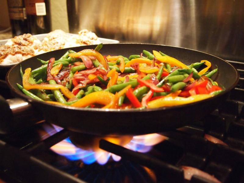 Как правильно разогревать пищу, чтобы избежать пищевого отравления