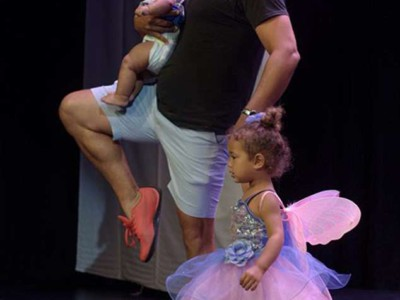 Марк Дэниелс с дочерьми