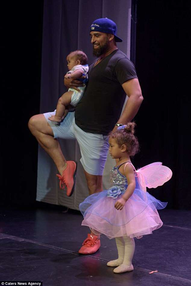 На звание «Отец года» претендует папа-балерина