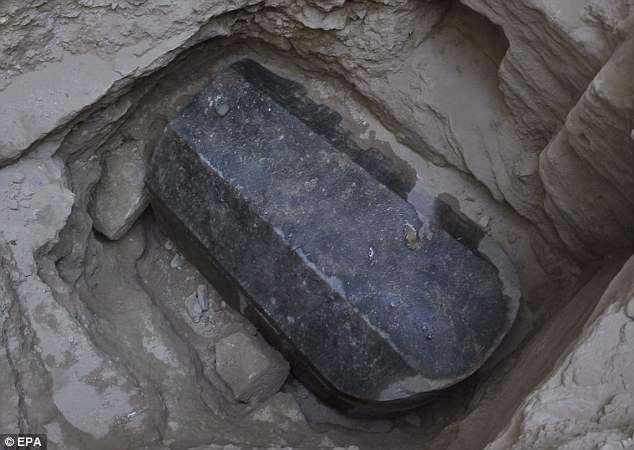 Египтяне нашли таинственный гигантский саркофаг