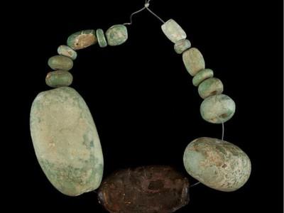 Древнее янтарное изделие