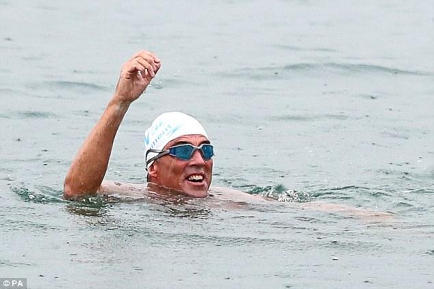 Пловец одолел Ла-Манш и встал на защиту рыб