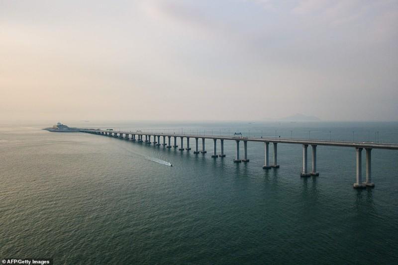 Китай снова всех победил: открыт самый длинный морской мост