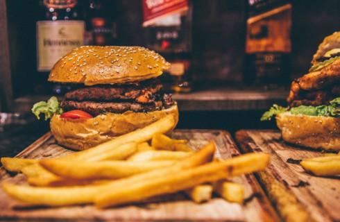 Топ-6 способов есть вредную пищу в здоровой манере