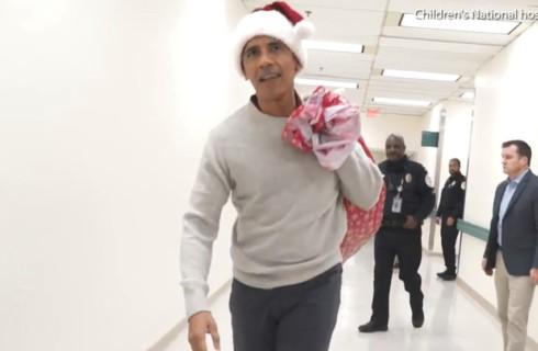 Барак Обама в образе Санты порадовал больных детей