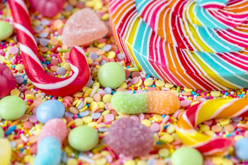 Топ-9 продуктов, которых стоит избегать для сохранения белизны зубов